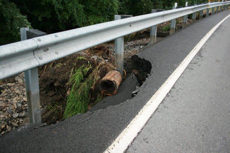 collapsing road 2.jpg