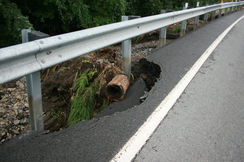 collapsing road 2.jpg