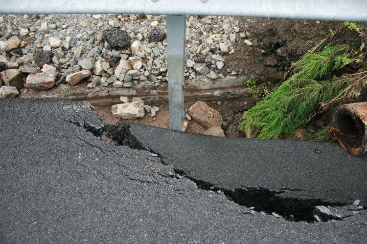 collapsing road.jpg